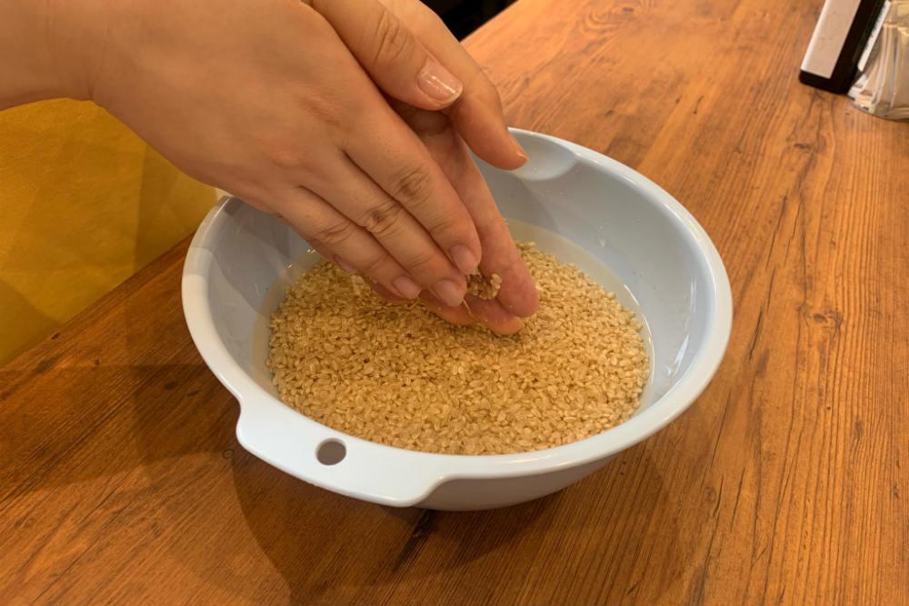 玄米のこすり洗い
