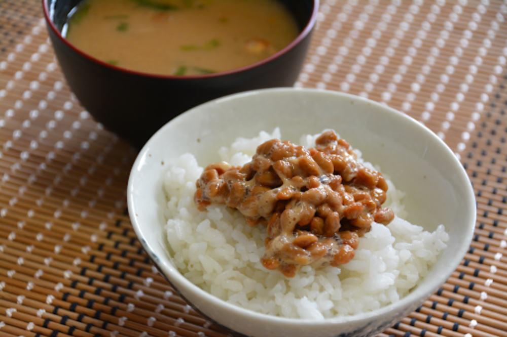 納豆かけご飯とお味噌汁