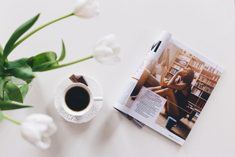 雑誌を読む